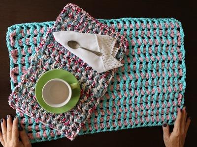 Mantel individual o alfombra de baño con trapillo.