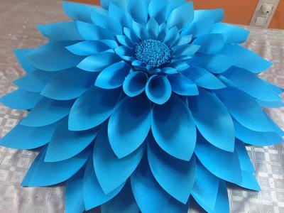 Flor grande elaborada en cartulina