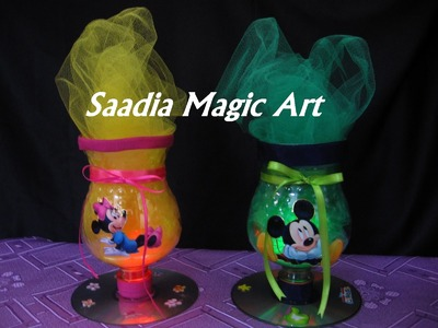 Centro de mesa Minnie y Mickey Mouse con botellas plásticas