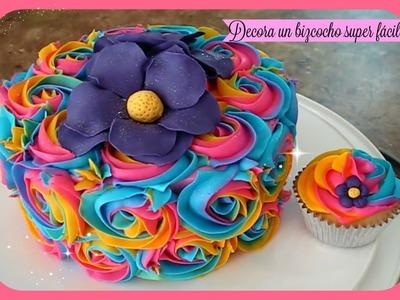 Como decorar un bizcocho (pastel) y cupcakes fácil con flores de frosting de colores