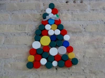 Cómo hacer un Árbol de Navidad con tapones de plástico reciclados.A Christmas Tree with plastic caps