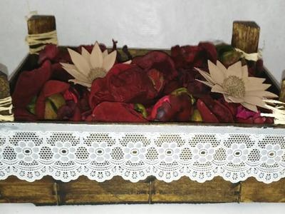 Centros de mesa o adornos con caja de fresas de madera recicladas DIY Recycled wood box Manolidades
