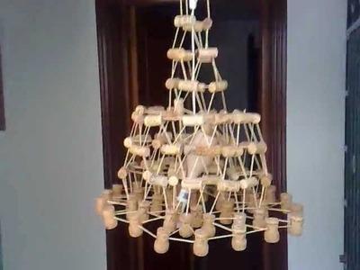 Como hacer una lámpara decorativa con tapones de corcho y palillos de dientes.