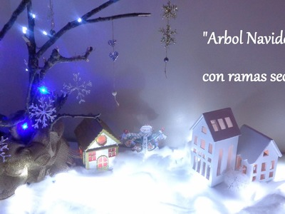 Árbol navideño con ramas secas. Decoraciones navideñas