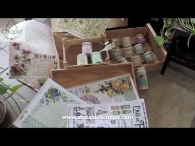 Convirtiendo unas cajas de frutas en una mesa con Decoupage  y Chalky