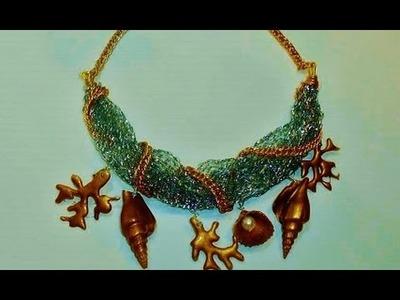 COLLAR DE CARACOLAS Y CONCHAS.Necklace made of shells and corals
