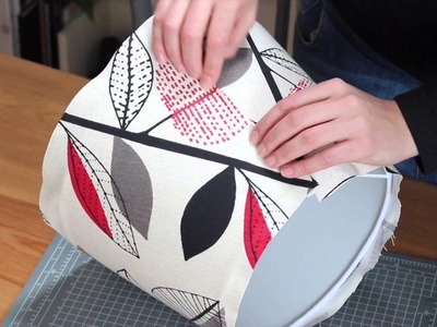 Cómo forrar una pantalla de lámpara con tela