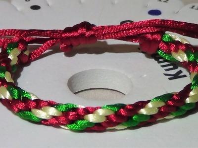 Pulsera con colores de Navidad.