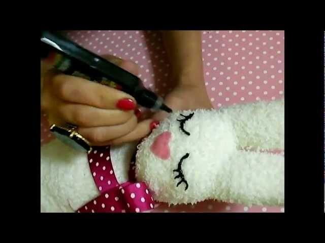 D.I.Y: A sock, a litte rabbit (conejitos hechos con calcetines)