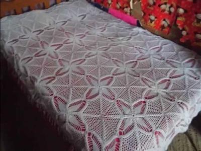 Colchas y vestidos tejidos a crochet