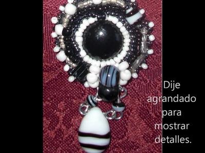 """Collares Bordados, con cuentas y abalorios, """"beads""""."""