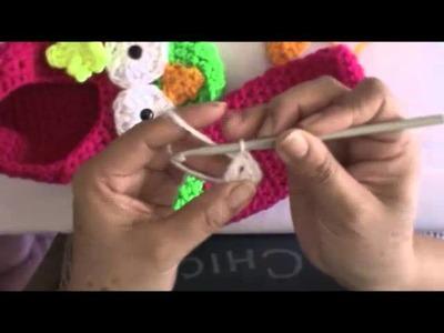 Pantufla de buho con flor a crochet