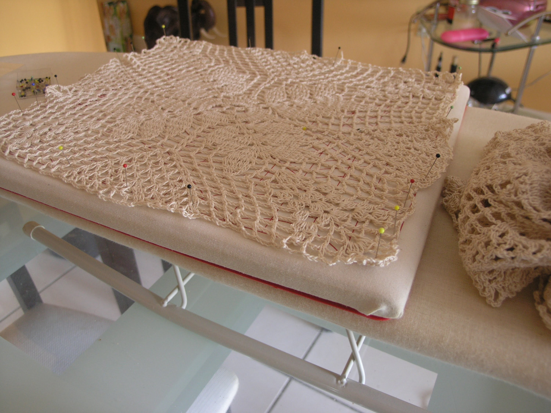 Paso a paso Lujoso mantel de encaje tejido a crochet usando graficos internacionales.