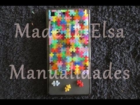Funda para móvil de hama beads que parece un puzzle