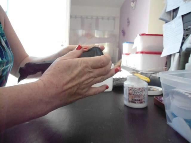 Encapar tampa de pote de sorvete com tecido