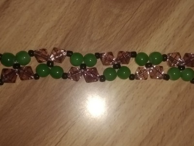 Pulsera de perlas de cristal color verde con rombos