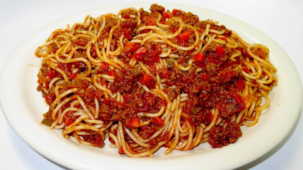 Espaguetis  a la Boloñesa - Receta de pasta con salsa roja y carne