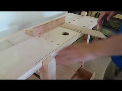 Banco de carpintero con router en uso