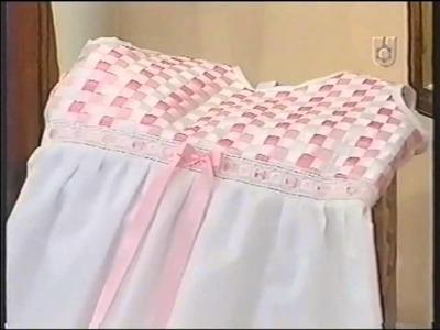 Puntos y Puntadas 285. Camisón ó Vestido con Cintas para Nenas Talle 2. O. Reca.