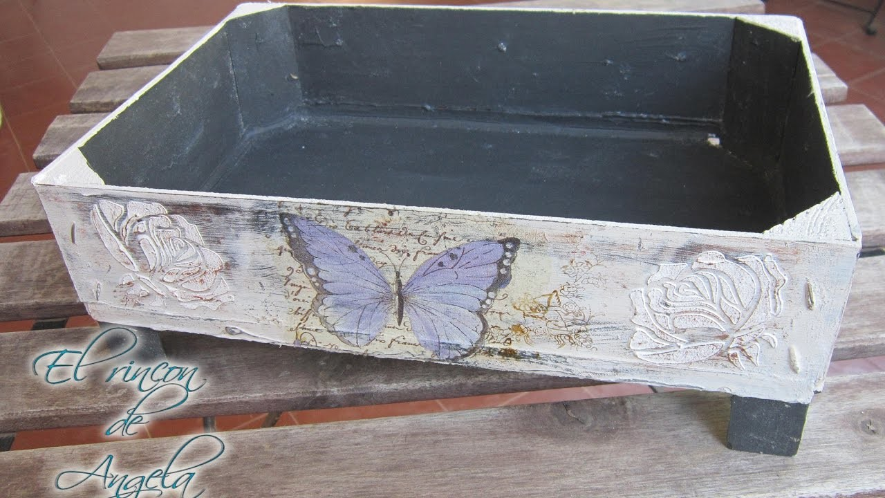 Decoupage, relieve y decapado sobre madera. Reciclar caja de