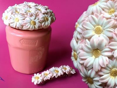 Reciclando un tarro de mermelada con margaritas de arcilla y pintura brillante DIY