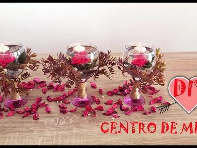 Centros de mesa Copas con flores sumergidas y velas flotantes.cómo hacer centro de mesa navideño