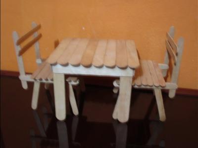 ¿ Cómo hacer una mesa para muñecas con palítos bajalengua ?