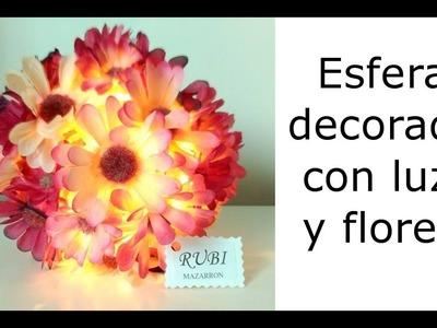 Esfera decorada con luz y flores