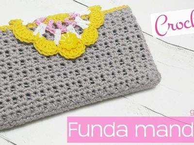 Funda para móvil o tablet con mandala de ganchillo. Case for mobile, tablet, with crochet mandala.