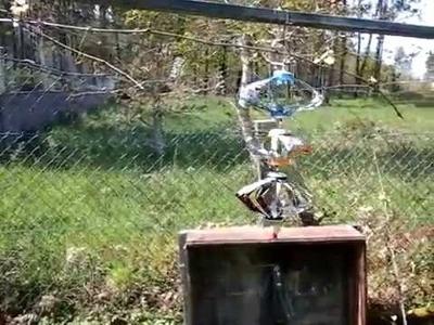 Espantapájaros giratorios de viento hechos con latas de bebida