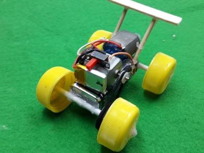 Cómo hacer un coche loco con doble motor - Muy rápido y simple