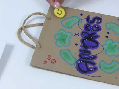 Como  personalizar  bolsas de papel para empacar regalos fácilmente.