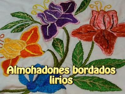 Almohadones bordados lirios |Creaciones y manualidades angeles
