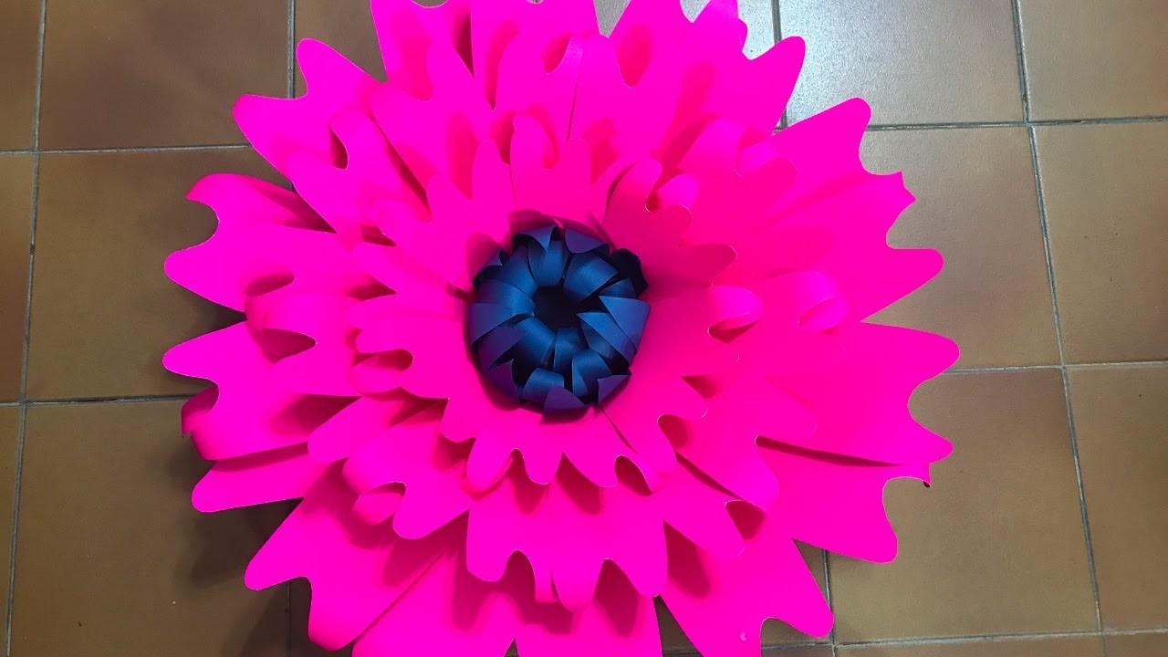 Flor grande 13 hecha en cartulina  Big flower made with cardboard
