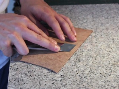 Cómo desbastar cuero a mano. how to hand skive leather.