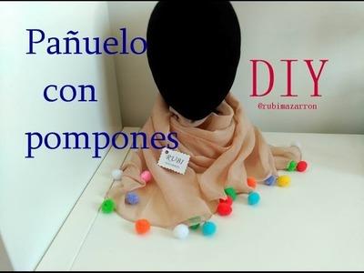 Diy. Pañuelo decorado con pompones
