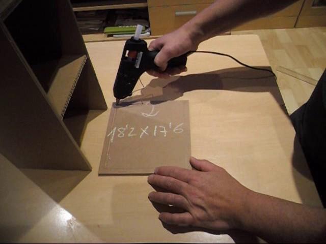 Cómo hacer un pequeño mueble organizador con cartón. Paso a paso