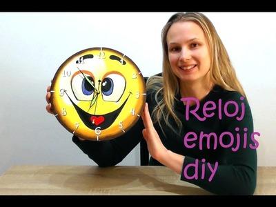 Manualidades fáciles para hacer en casa. Reloj en forma de Emojis emoticon ????. EMOJI ✔