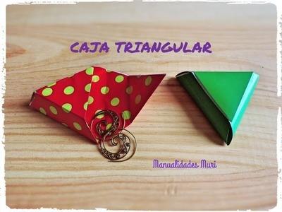 Como hacer una Caja triangular para regalos pequeños.