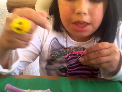 Como hacer una funda para celular con un calcetín