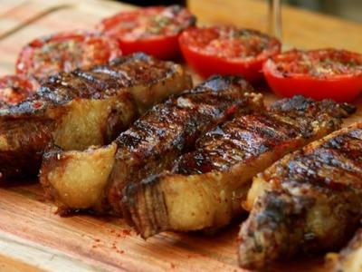 Bifes de Chorizo con Sal de Romero - Receta Locos X el Asado