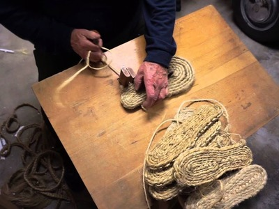 Proceso de elaboración de una alpargata artesanal.