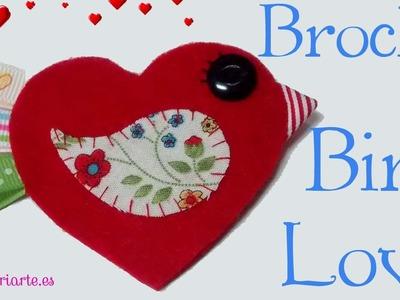 Cómo hacer un broche de fieltro. Pájaro con forma de corazón.