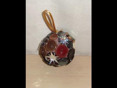 DIY Cómo hacer unas esfera navideña adornada con botones
