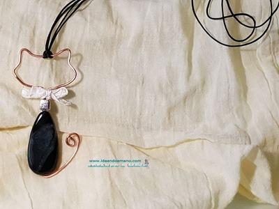 DIY gatito colgante de alambre y piedras