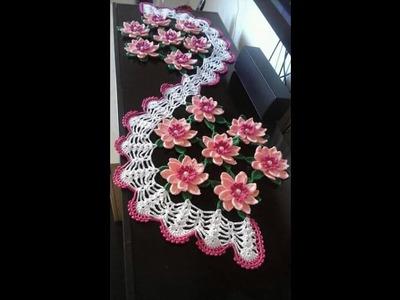 Lindos caminos de mesa a crochet con flores y de colores diversos