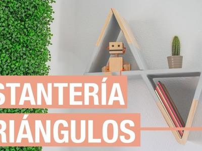 Estantería triangular de madera · Handfie DIY