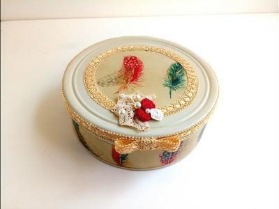 Lata de galletas con papel de regalo envejecido y pintura tiza. Paso a paso para principiantes.