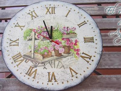 Reloj de madera estilo vintage con decoupage y craquelado con sello- Creavea