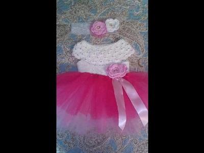 Vestido con aplicación a crochet niña